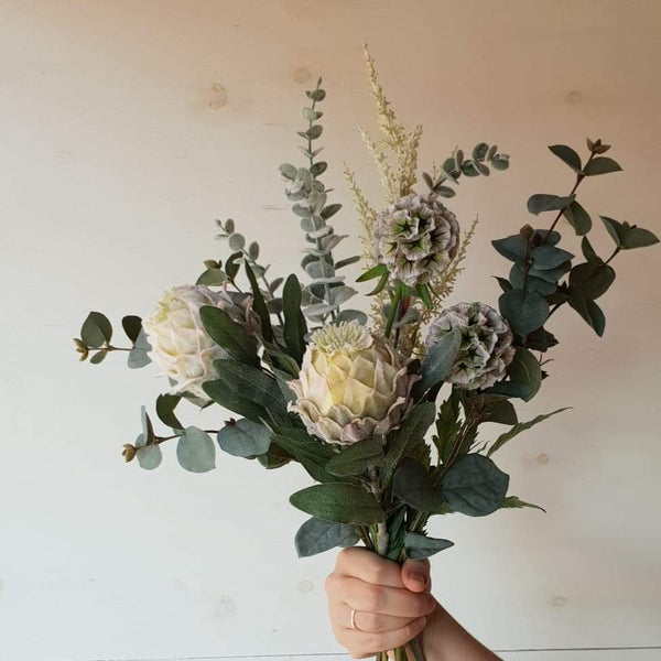 Deluxe Cream Native Bouquet