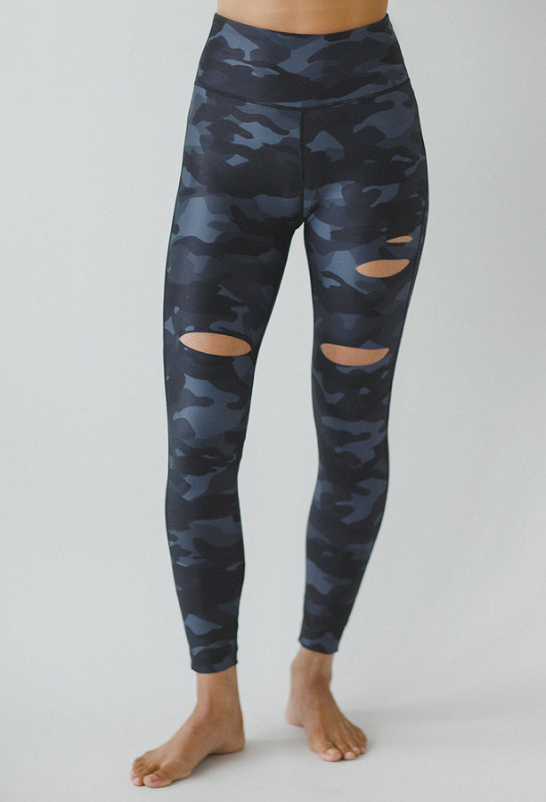 Slashed 7/8 Yoga Legging (Silver Camo)