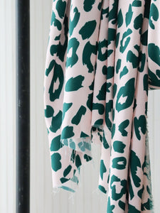 Mind The MAKER - Urban Leo Green on Rose ECOVERO™ Viscose Twill