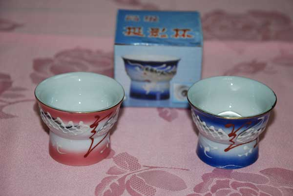 Verre à saké asiatique traditionnel en porcelaine