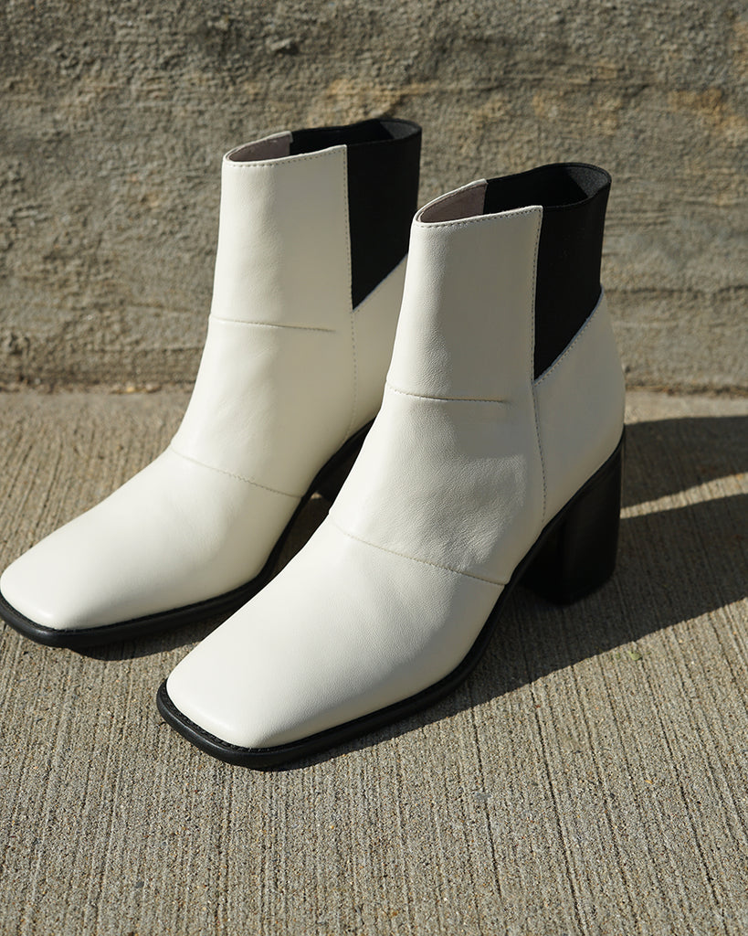 Intentionally Blank HINGE Boot in Cream
