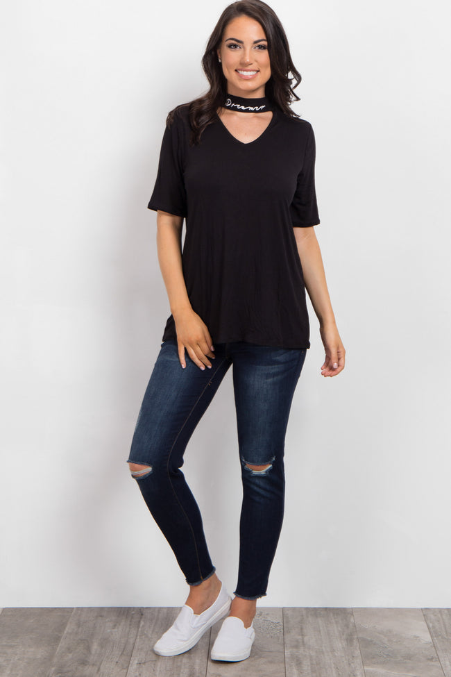 "Black Cutout ""Dreamer"" Neckline Graphic Top"