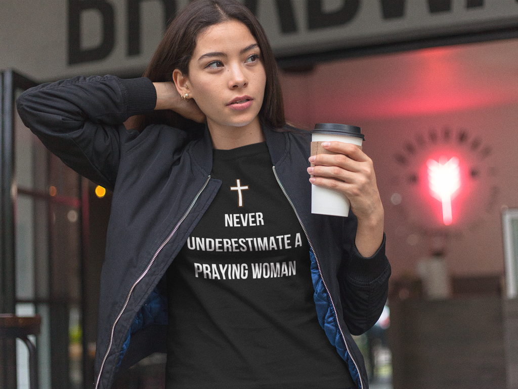 Never Underestimate a Praying Woman Short Sleeve Tee