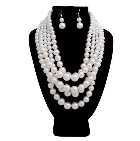 Clutch My Pearls Necklace Set