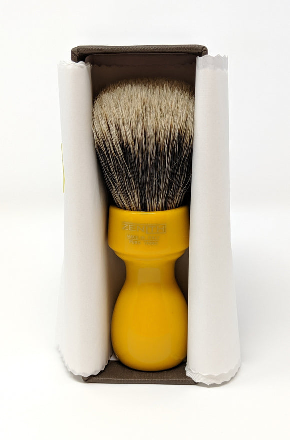 Butterscotch Resin Manchurian Brush. 27.5x51 mm. 2-Band. Italia. Zenith M25
