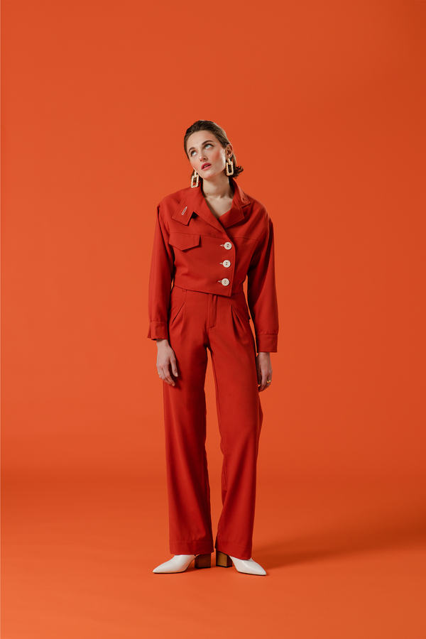 the sherlock uniform, ensemble pour femme rouge inspiré du trench.