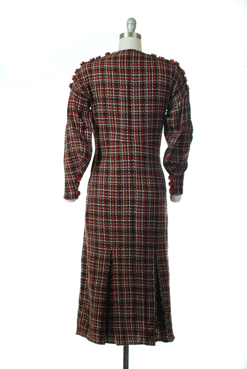Elegant 1930s Tweed Dress with Sleek Fit and Wide Sleeves