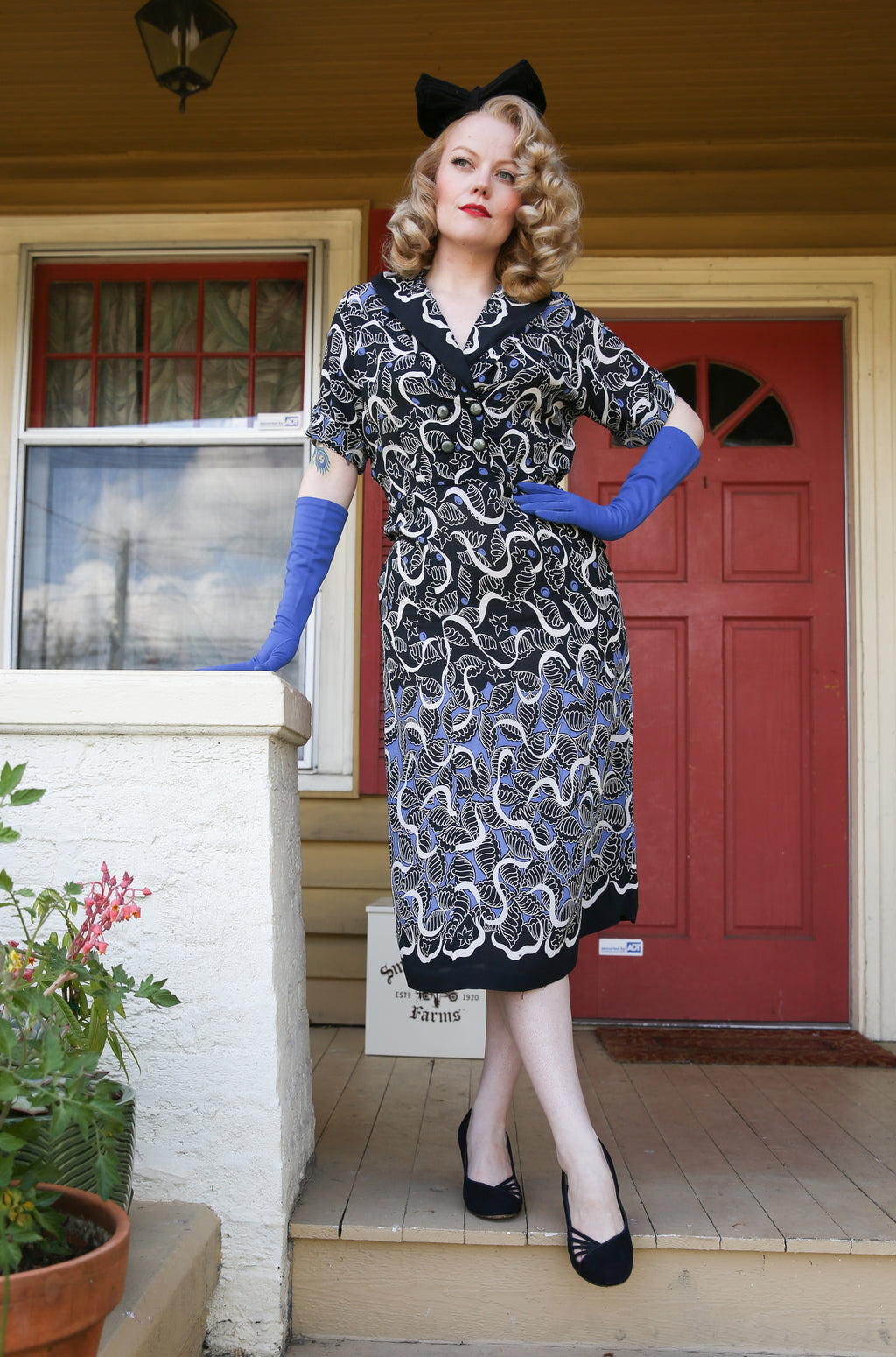 Lush 1940s Bemburg Rayon Day Dress in Black and Blue with Winding White Print
