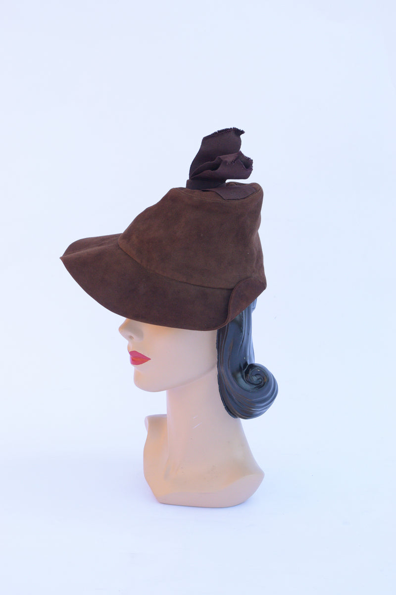 Fantastic 1930s Peaked Suede Cap in Chocolate Brown with Grosgrain Accent