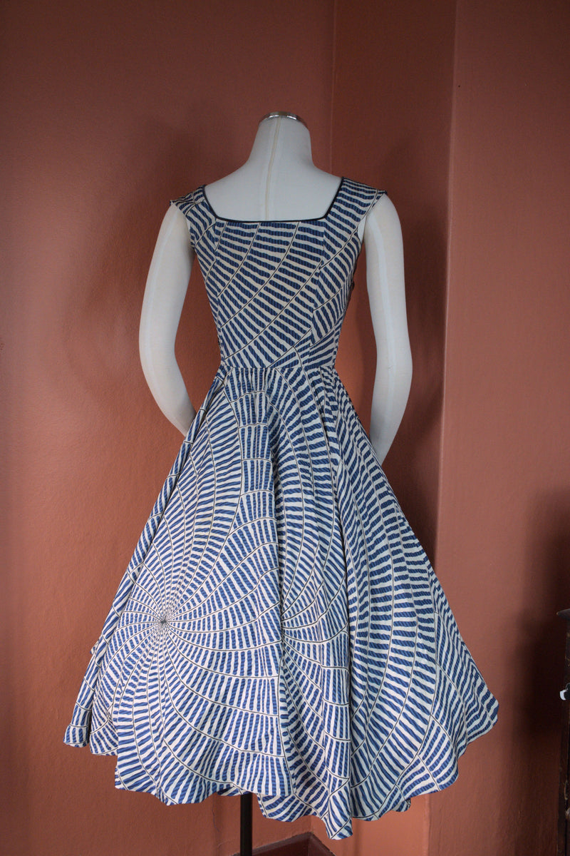 Exceptional 1950s Peck & Peck Dress in Silk with Spiderweb-like Vortexes