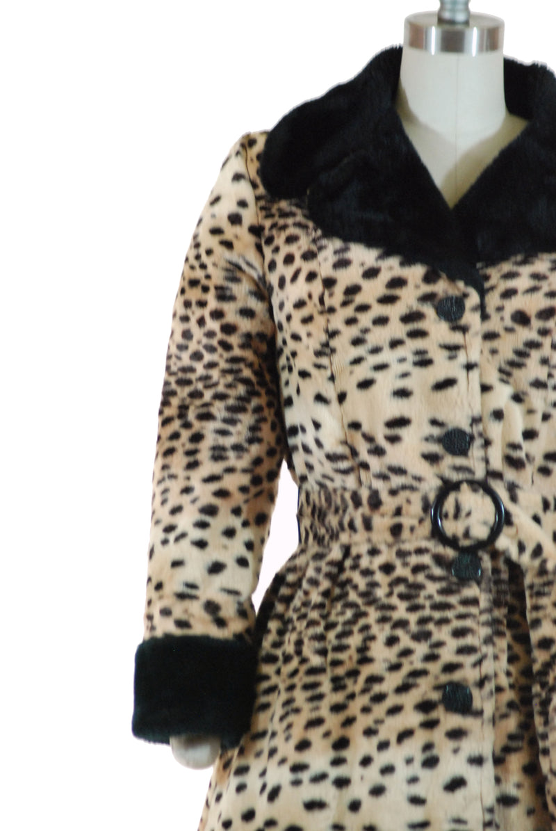 Chic 1960s Faux Fur Coat with Leopard Print and Contrast Trim