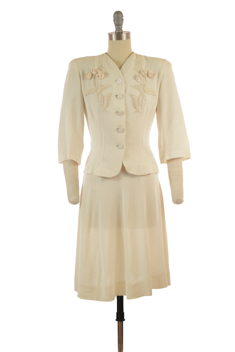 Stunning Late 1930s Suit in Ivory Crepe  with Three Dimensional Rose Appliques XS