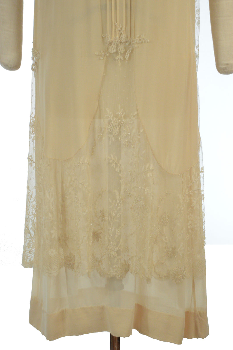 Stunning 1920s Flapper Wedding Dress in Fantastic Condition with Beaded Lace, Pintucks and Matching Slip