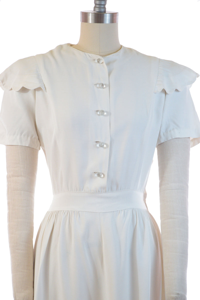 Charming Late 1930s Puffed Sleeve Summer Dress in Ivory Rayon with Scalloped Epaulets