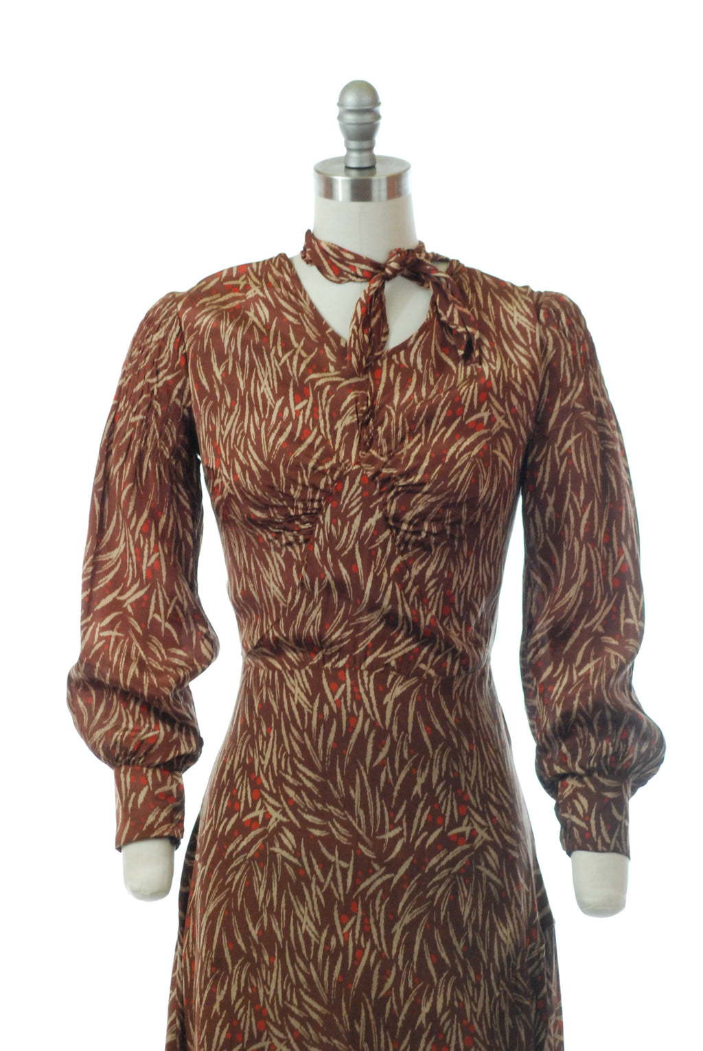Chic 1930s Autumnal Day Dress in a Printed Rayon-Celanese with Neck Tie