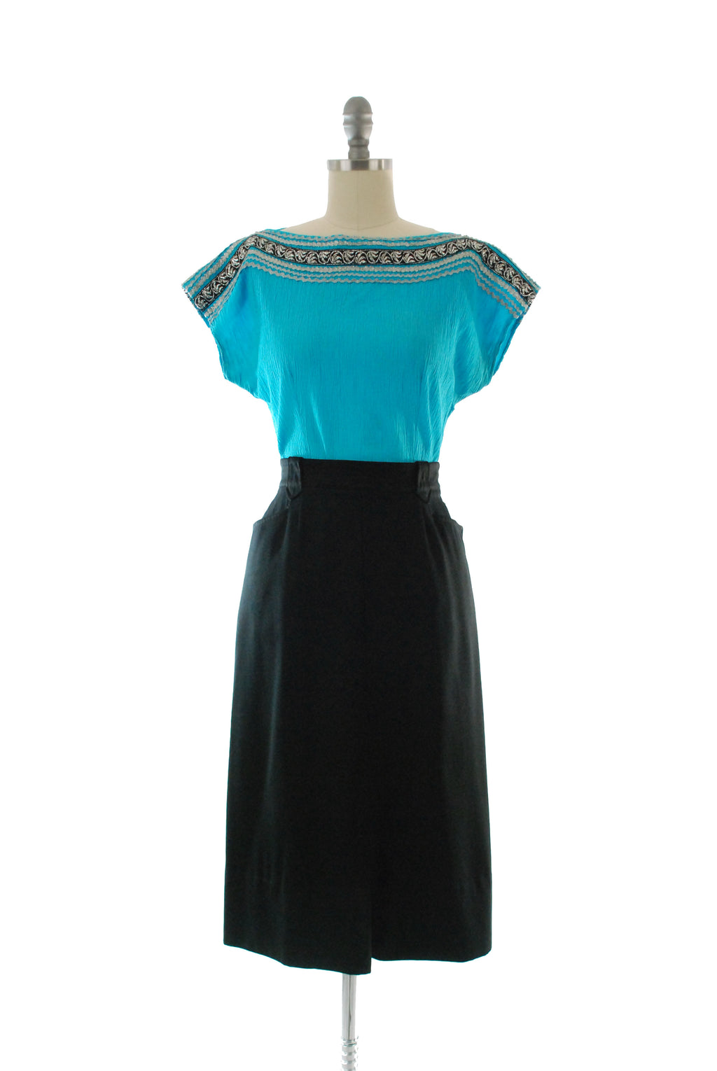 Chic 1950s Classic Black Gabardine Skirt with Western Keystone Belt Loops
