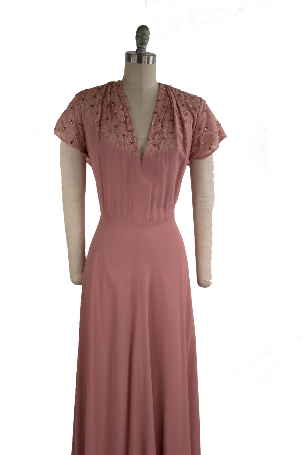 Elegant 1940s Volup Rose Pink Evening Gown with Sequined Lace and Diving Neckline