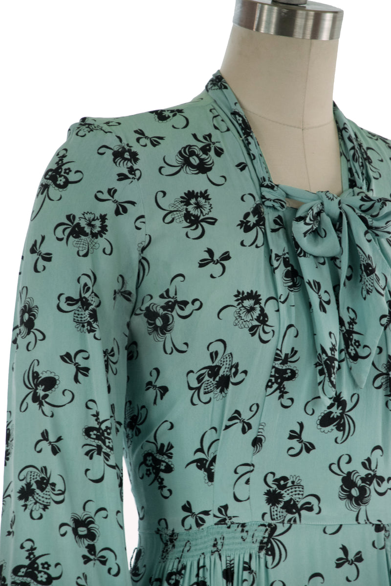 Striking 1940s Novelty Print Lace-Face Rayon Dress with Ladies in Dramatic Hats