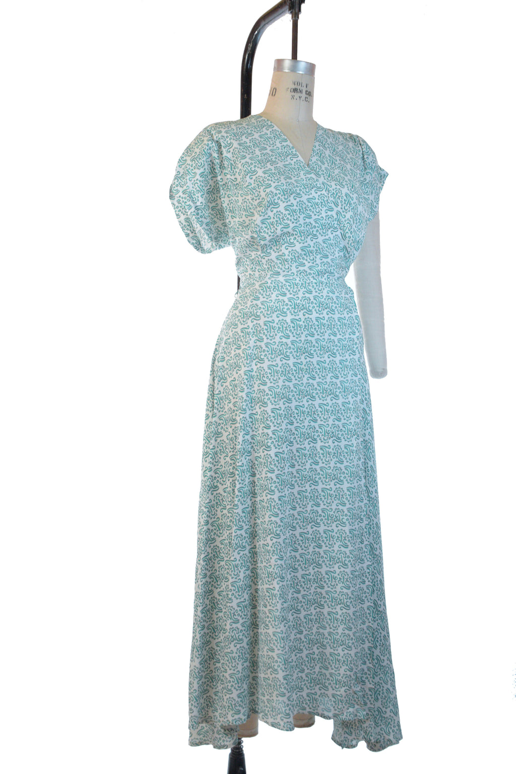 Luxurious 1940s Textron Cold Rayon Wrap Style Dressing Gown