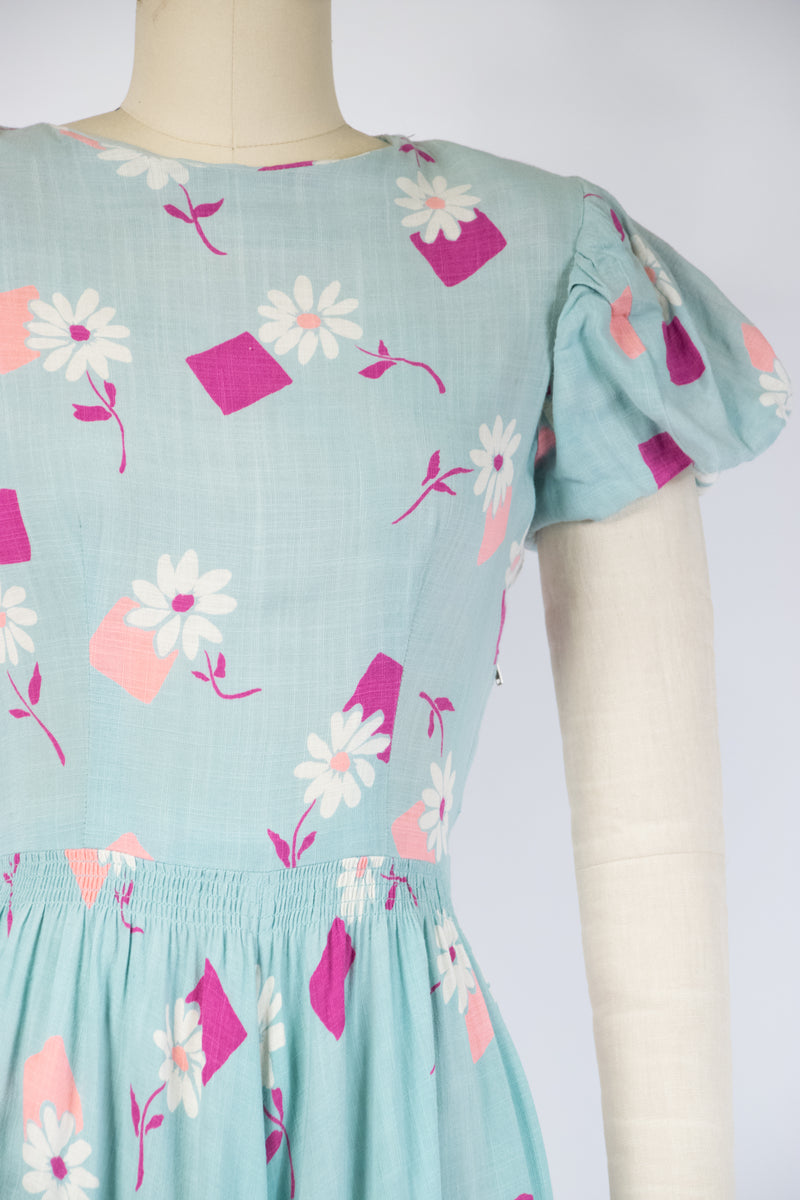 Delightful 1940s Linen Juniors by Carole King Day Dress in Daisy Print with Petersham Trim
