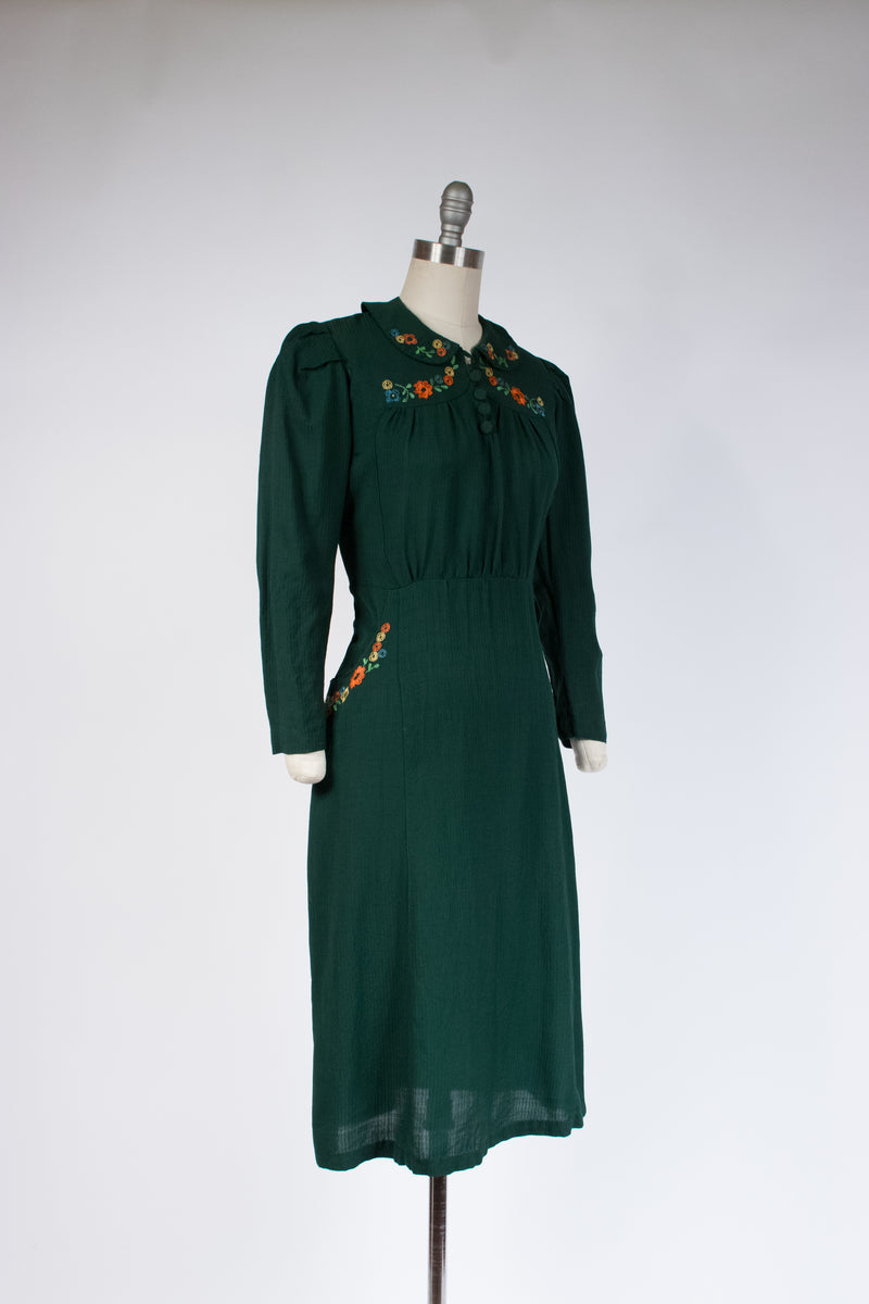 Gorgeous Late 1930s Forest Green Dress of Seersucker-like Fabric with Embroidery