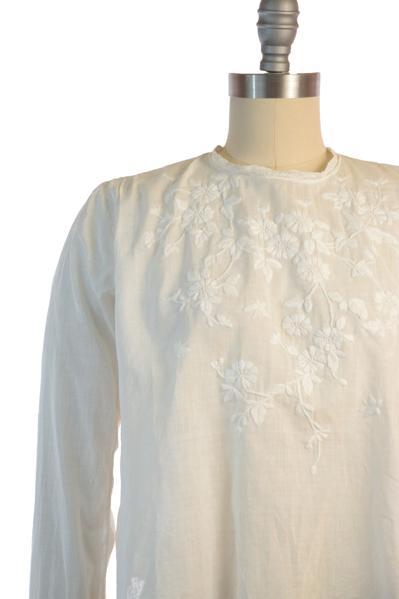 Lovely 1900s Embroidered White Cotton Blouse for Pigeon Breast Look