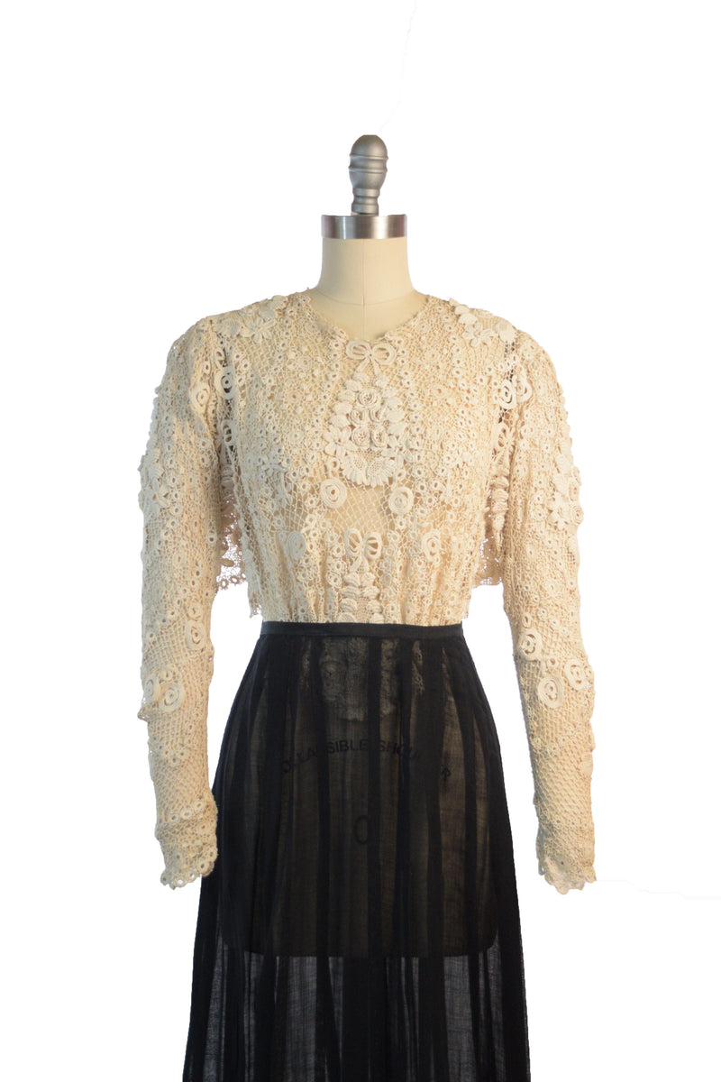 Sexy 1950s Nude Illusion Lace Top with Scalloped Velvet Trim