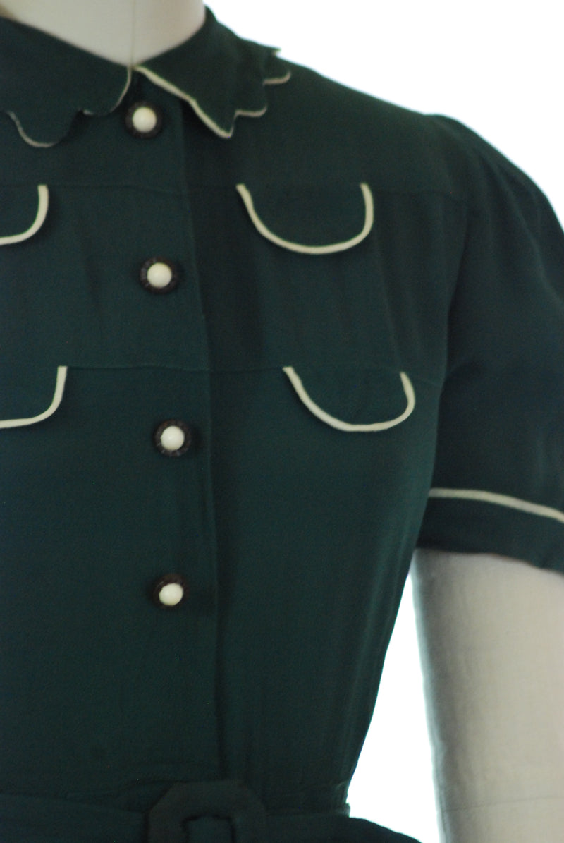 Chic 1930s Forest Green Dress with Puffed Sleeves