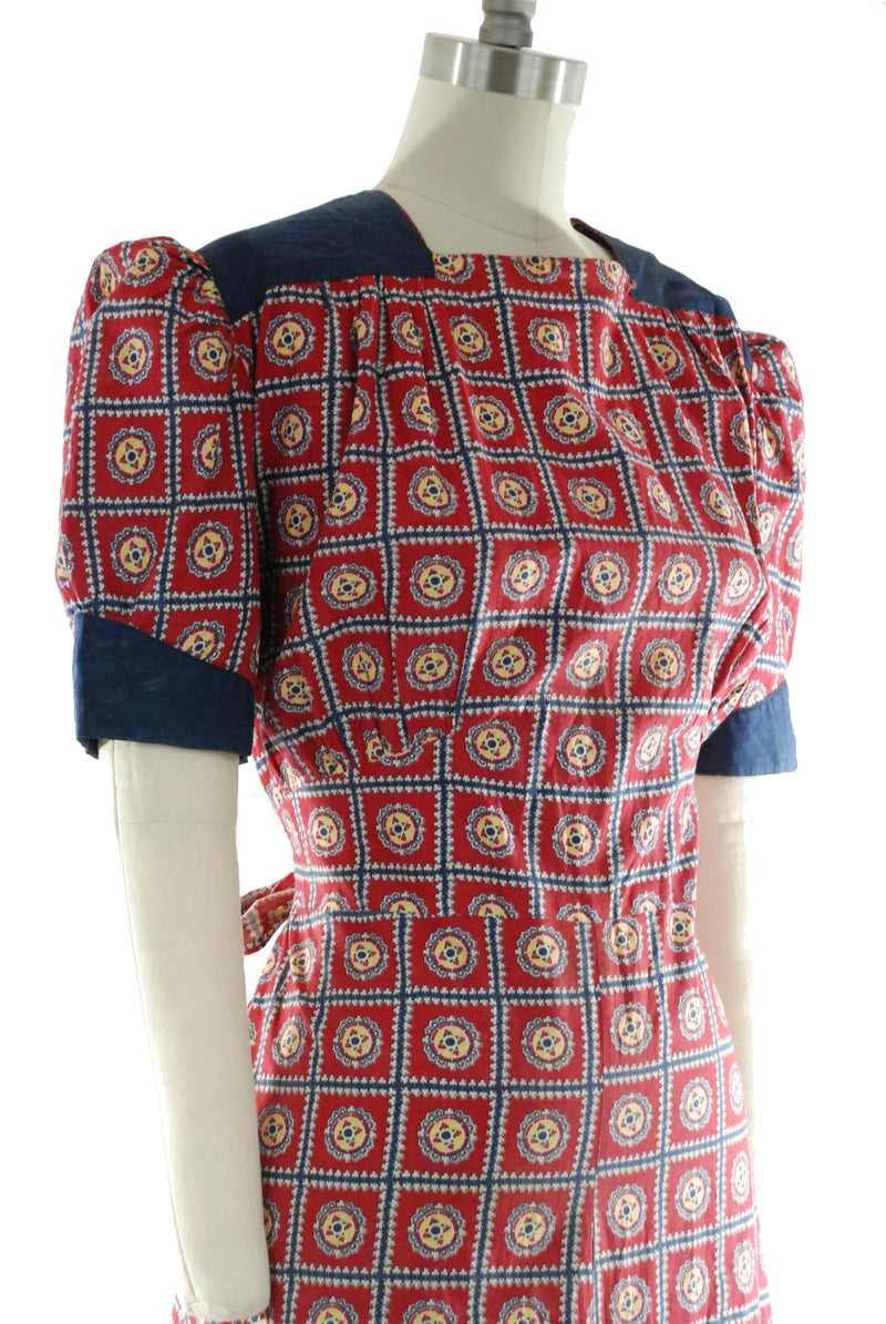 1940s Cute Cotton Day Dress in Red, Yellow and Navy Blue with Puffed Sleeves