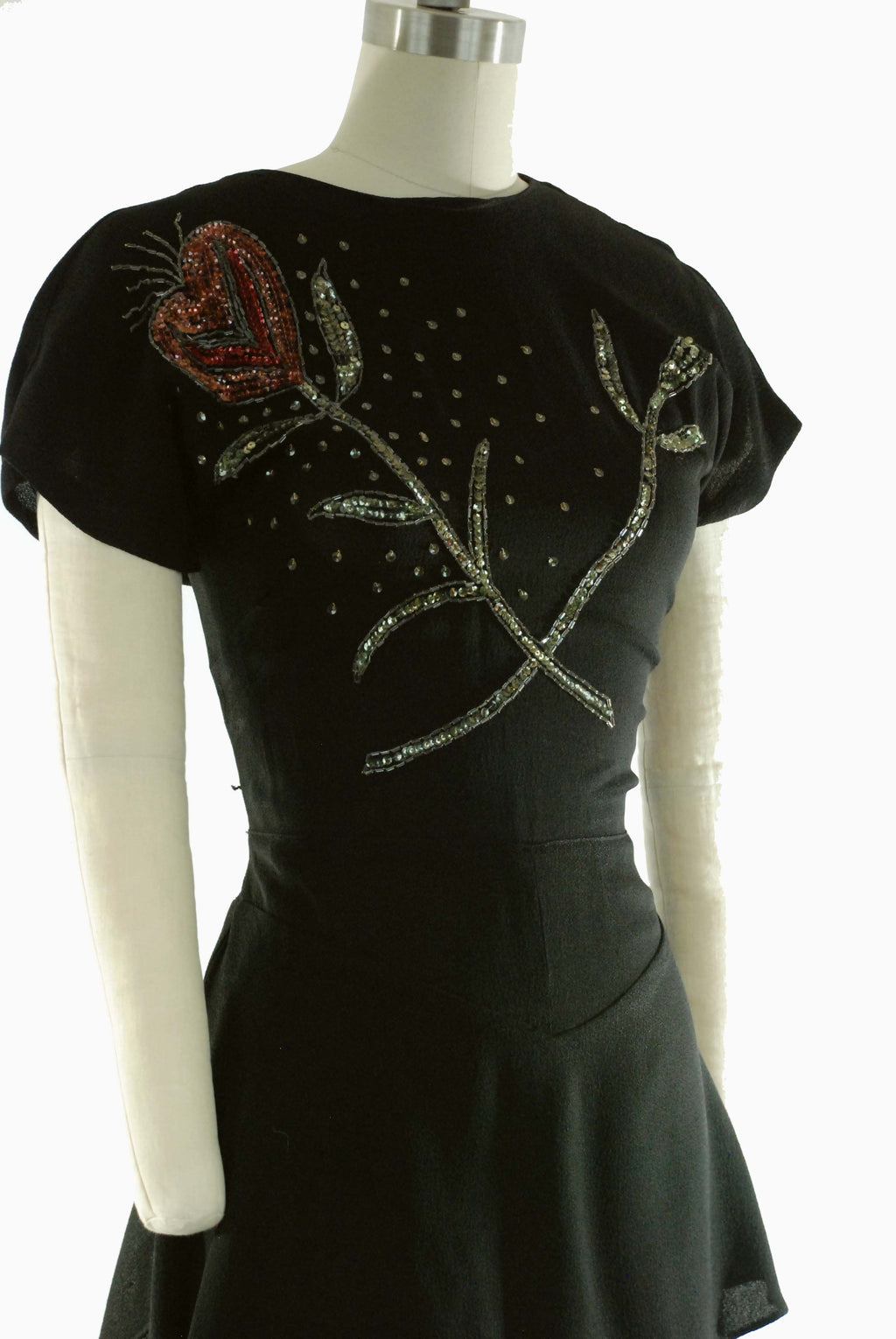 1940s Evening Gown in Sequined Black Rayon Crepe with Heart-Flower Motif