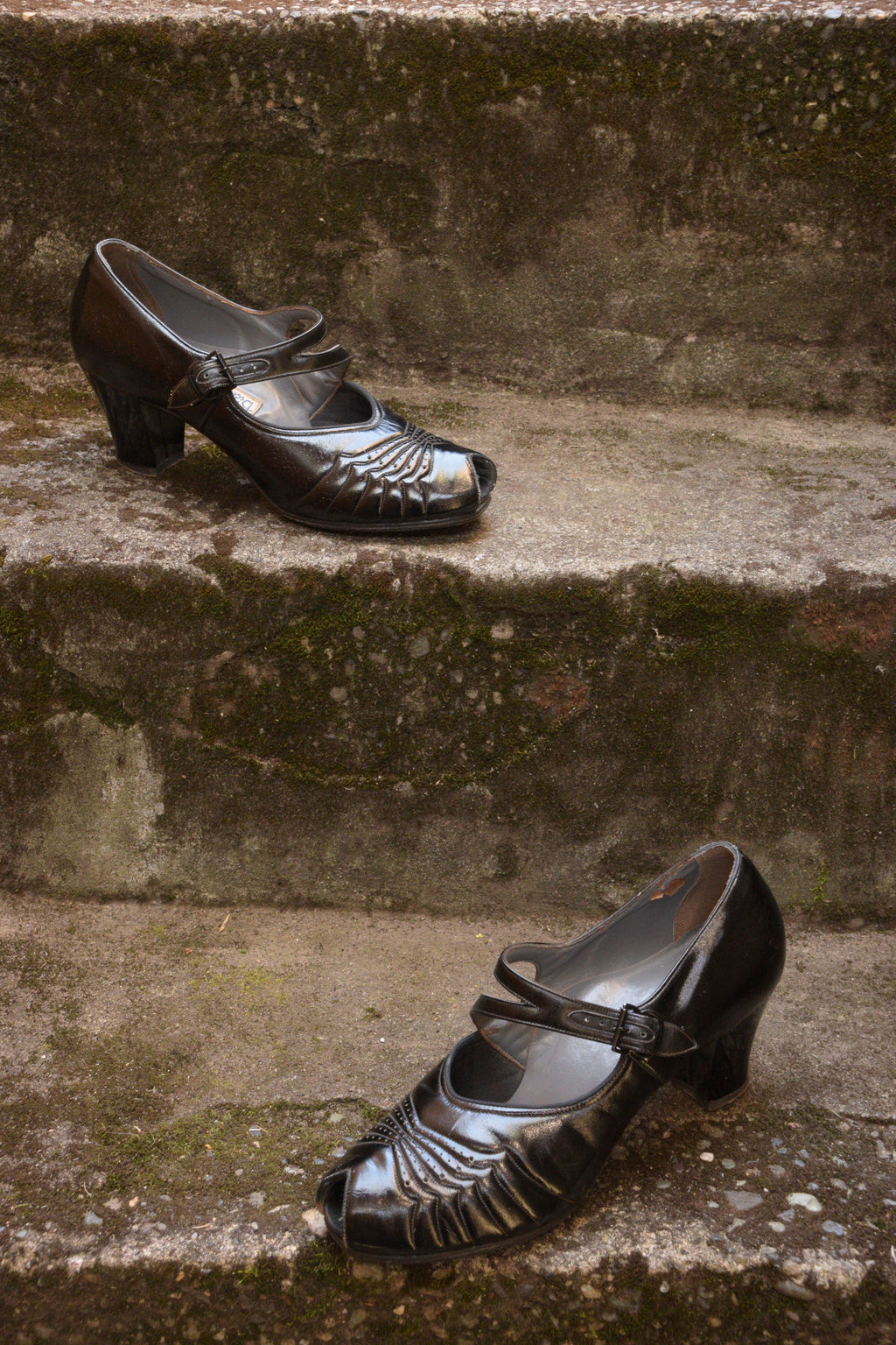 Glossy Late 1930s Patent Leather High Heels with Peep Toe and Strap Shoe Size 7 B US