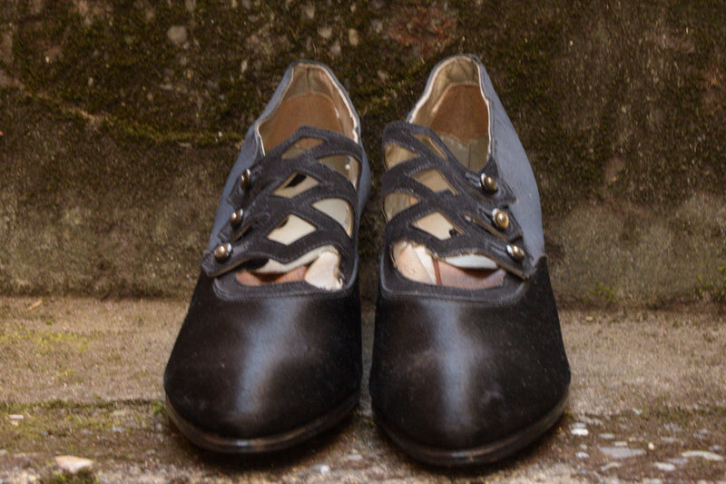 Exquisite Unworn 1920s Black Satin Shoes with Deco Button Vamp Shoes Size 4 US