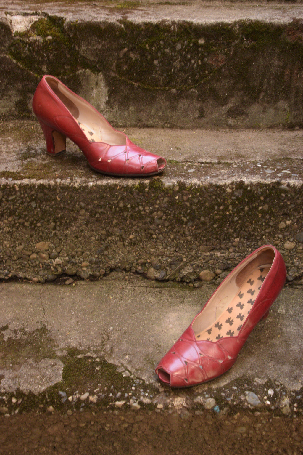 Lipstick Red 1940s Peep Toe Pumps with Top Stitching  Shoe Size 9.5 10 US