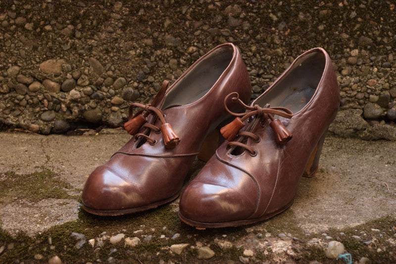 Adorable 1930s Oxfords with Carved Wooden Tassels on the Laces Shoe Size 4 US