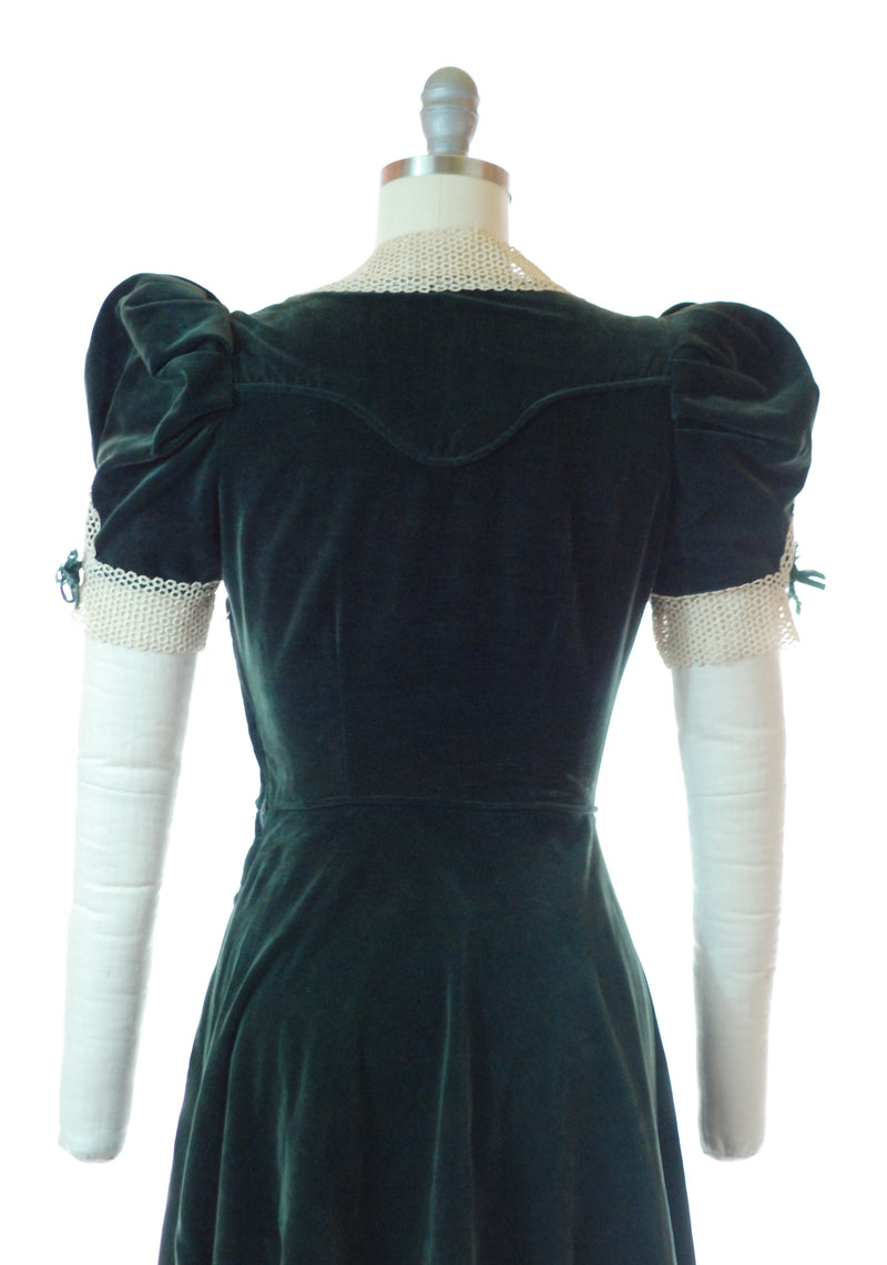 Sweet 1930s Green Velveteen Dress with Puffed Sleeves and Lace Collar and Cuffs