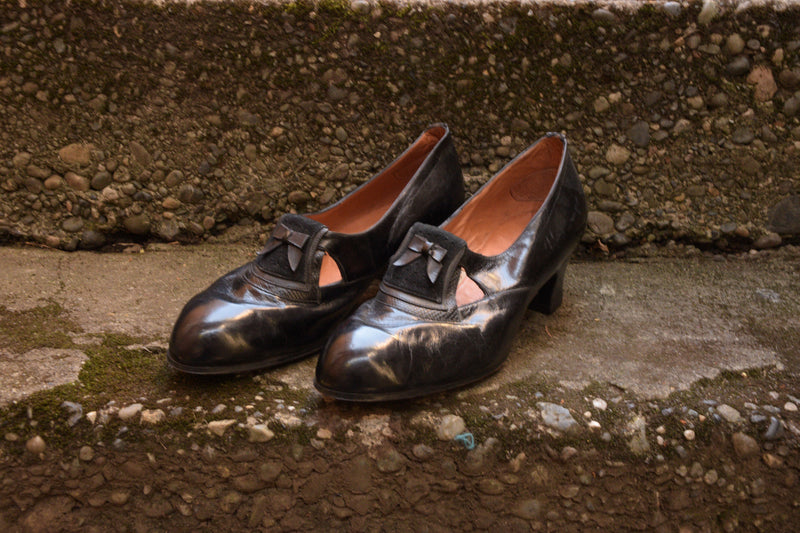 Smart 1920s Fresh Made Glossy Leather Heels with Detailed Vamp Accents Shoe Size 7 US