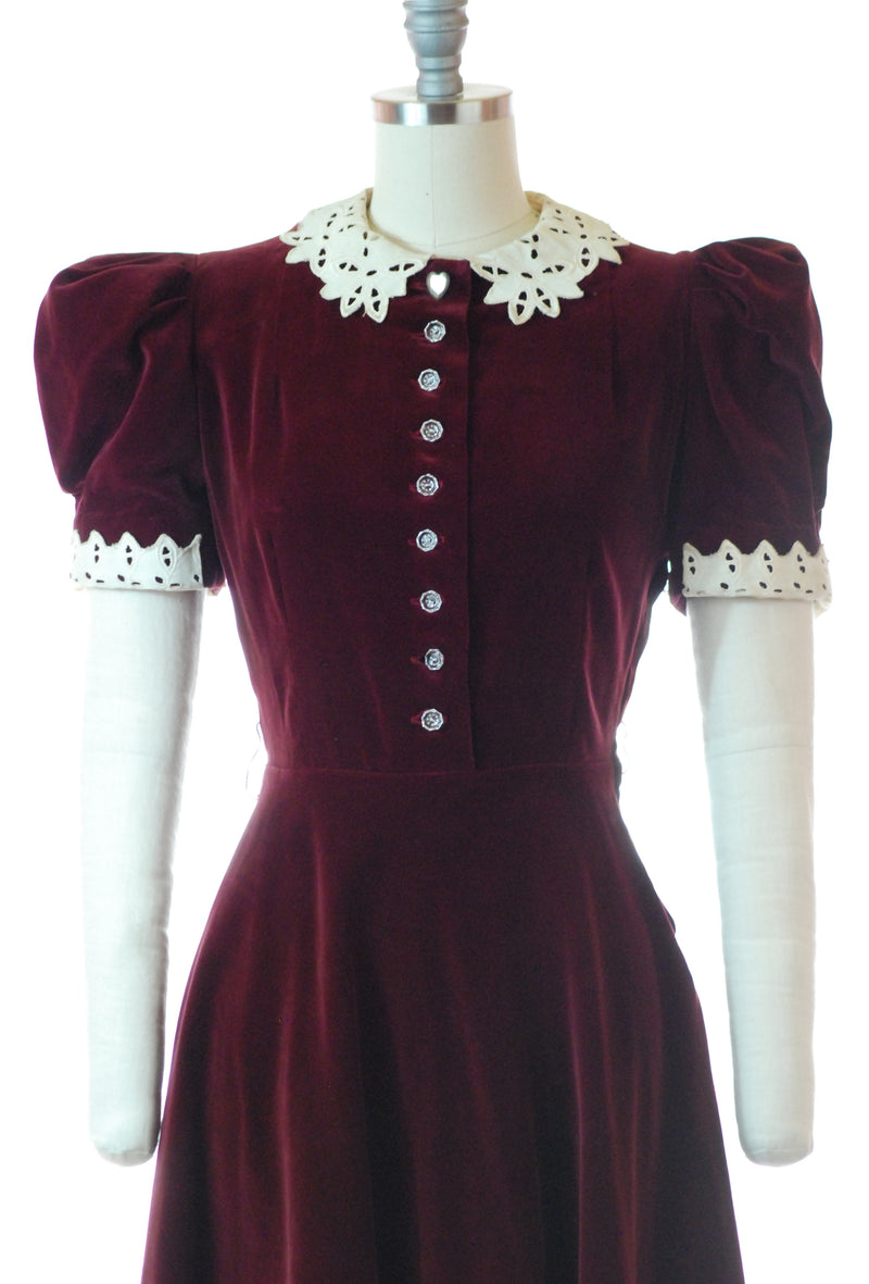 Charming 1930s Burgundy Velveteen Dress with Puffed Sleeves and Lace Collar and Cuffs