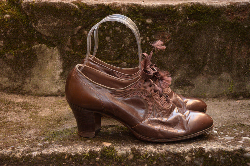 Gorgeous 1930s Detailed Leather Oxfords with Rayon Laces and Stacked Heels Shoes Size 4 US