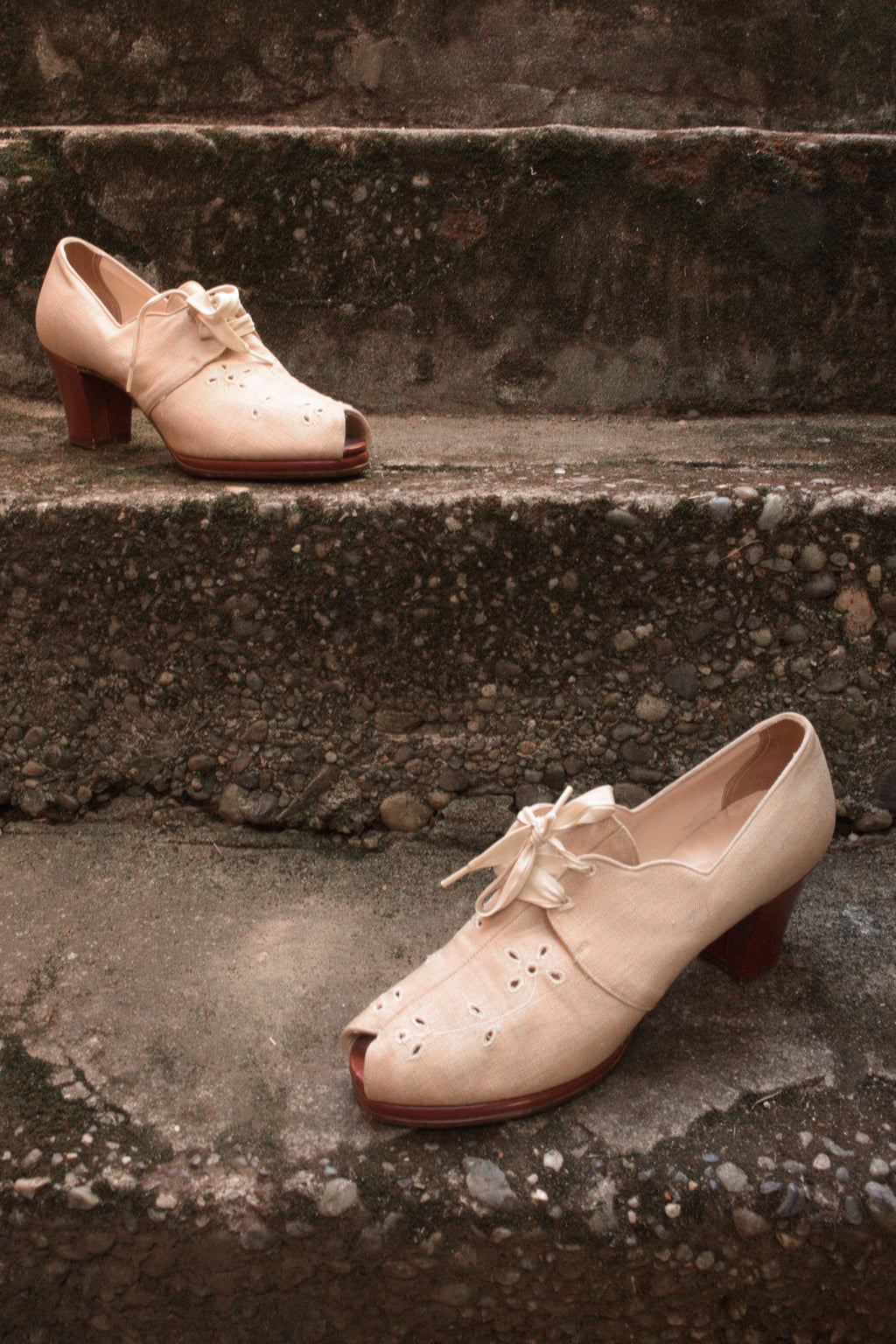 Gorgeous 1930s Natural Linen Oxfords with Eyelet Details and Blocky Heel, Shoe Size 7 US