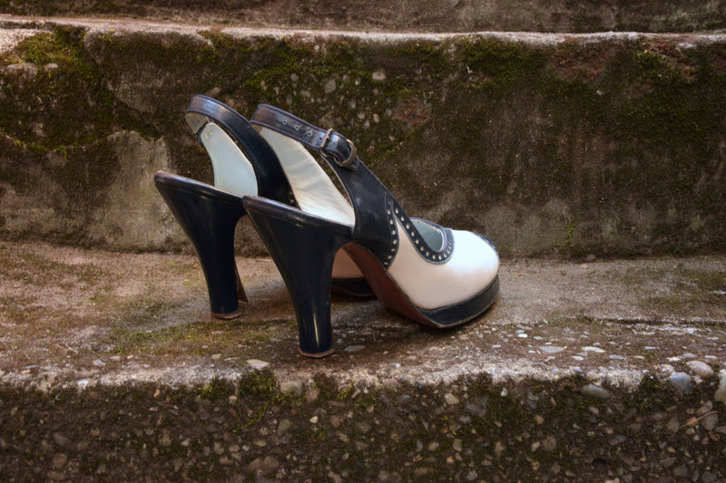 Smart 1940s Peeptoe Slingback Spectator Platform Heels in Navy and White Shoe Size 7 M US