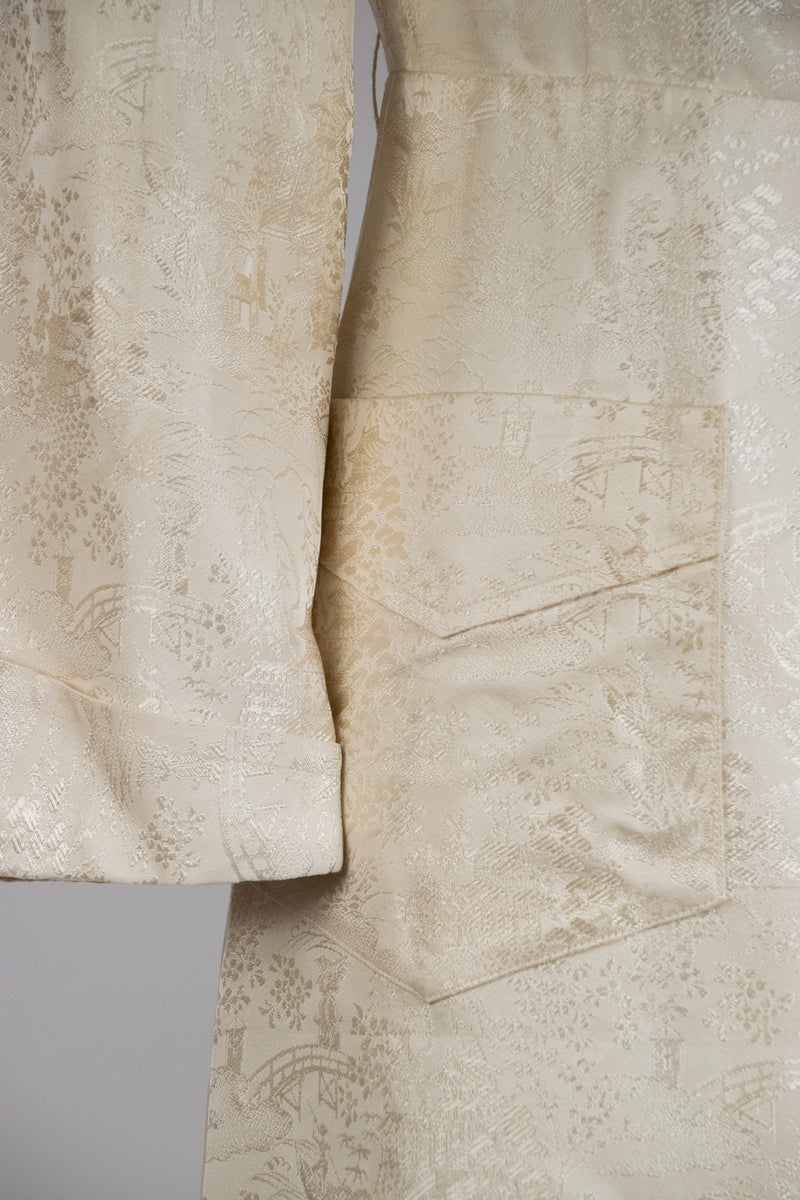 Classic Late 1940s Brocade Dressing Gown in Ivory with Deep Pockets and Huge Lapels