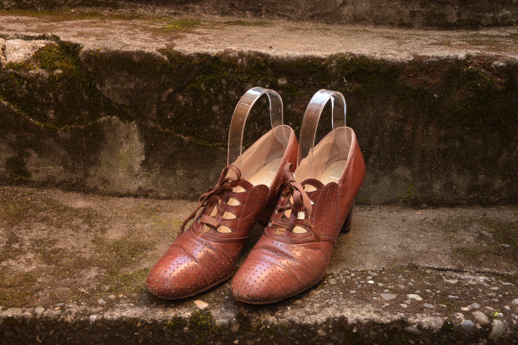 1930s Red Cross Shoes Perforated Oxfords in Caramel Leather Size 7.5 N US