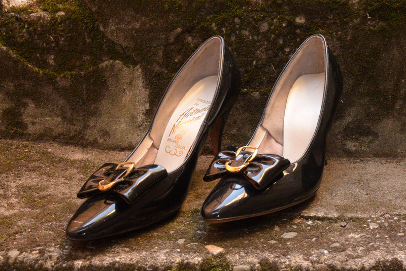 Killer 1960s High Gloss Italian Made Stiletto Heels with Bows Shoe Size 7.5 US