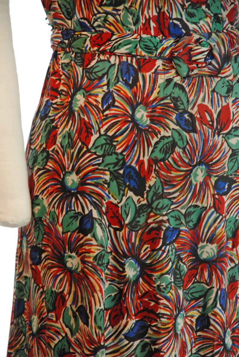 RESERVED ON LAYAWAY Rare 1940s Beautifuly Rayon Jersey Day Dress in Bold Primary Color Daisies