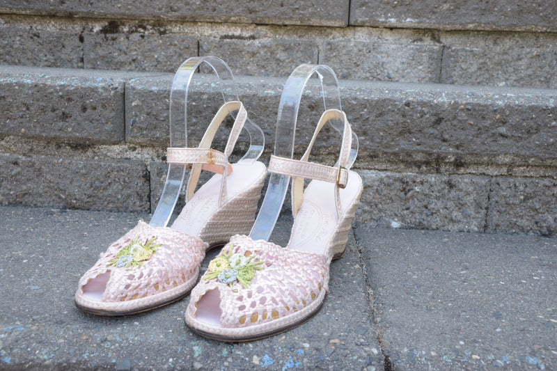 Summery Pink 1950s Woven Wedges with Pastel Floral Accent Shoe Size 7 US