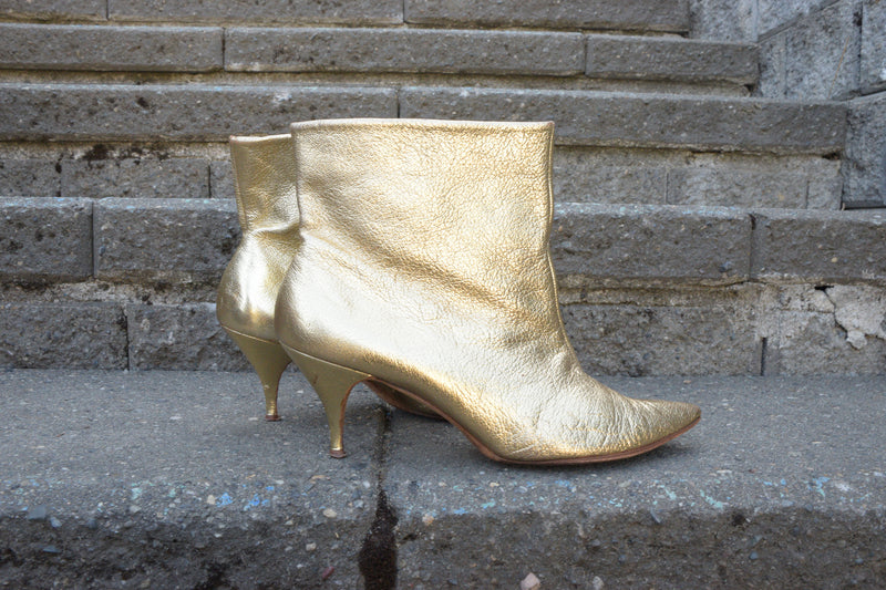 Killer 1960s Metallic Gold Leather Ankle Boots with Pointed Toe and Kitten Heel Shoe Size 8 N US