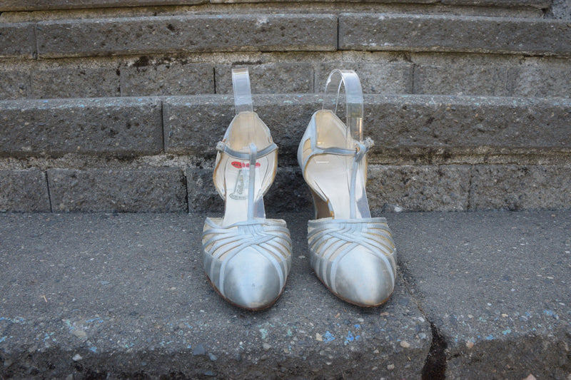 Lovely 1930s Pale Silver-Blue Dance Slippers with T-Strap Shoe Size 9 9.5 US