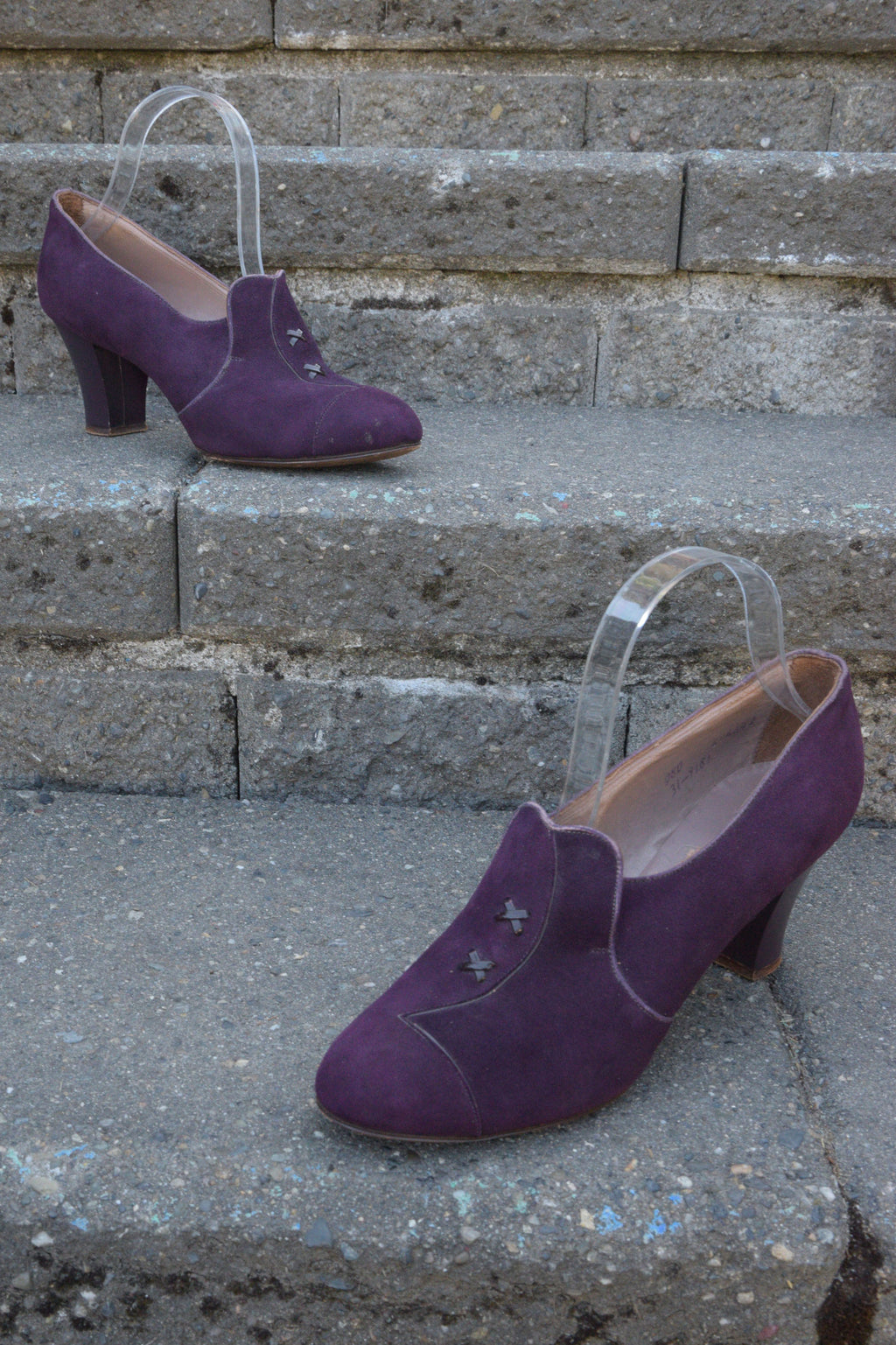 Gorgeous 1930s High Vamp Suede Pumps in Deep Purple Shoes Size 8 US