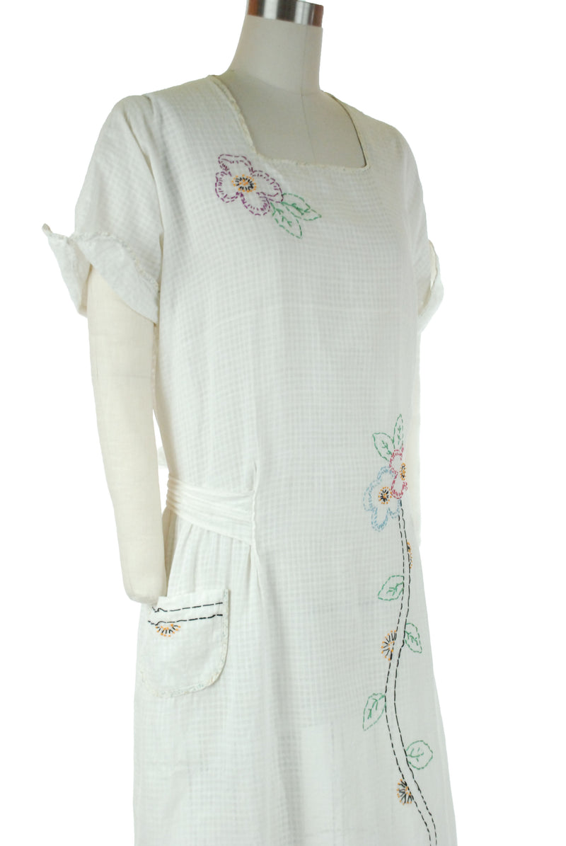 Vintage 1920s Simple White Drop Waist Day Dress with Hand Embroidery, Gold Medal Garments
