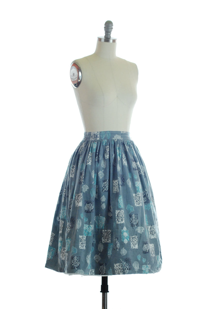Cool Autumnal 1950s Grey Cotton Pleated Skirt with Novelty Leaf Print